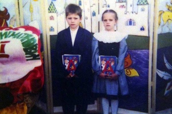 Матвей Зубалевич в детстве со своей сестрой двойняшкой