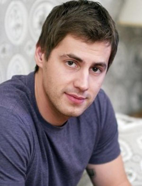 Актер Артём Карасёв