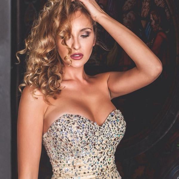 Красивая девушка и талантливая актриса София Каштанова
