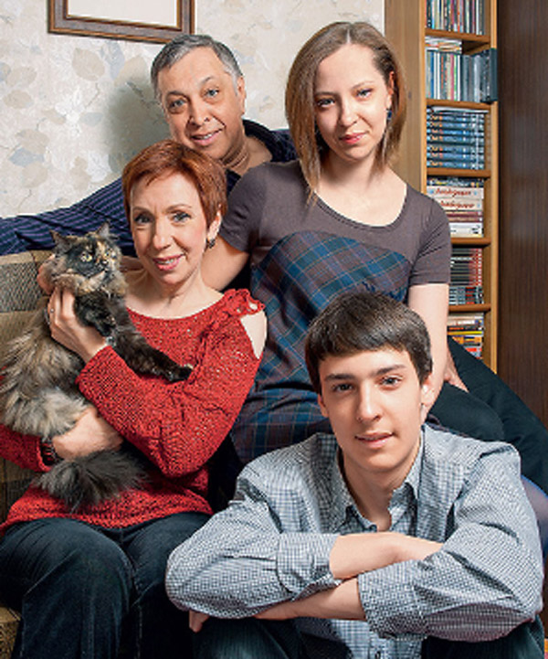 Галина Петрова с мужем и детьми