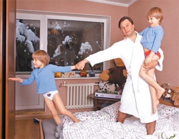 Третий муж актрисы Борис Вишняков с сыновьями