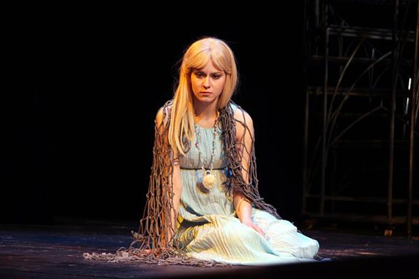 Марина Коняшкина на сцене театра