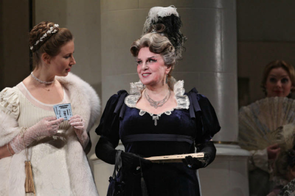 Элина Быстрицкая до сих пор принимает участие в театральных постановках