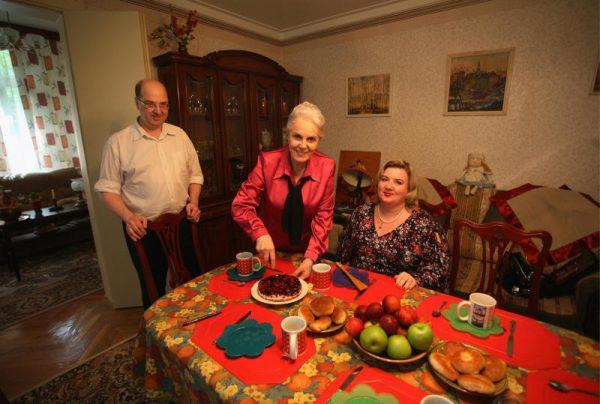 Элина Быстрицкая любит принимать гостей на своей загородной даче