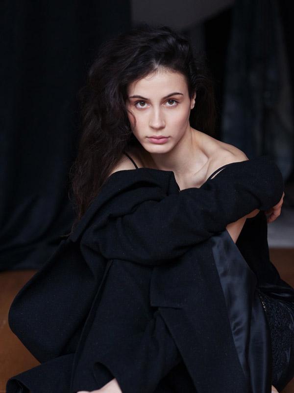 Елена Вожакина отдает предпочтение театральным подмосткам