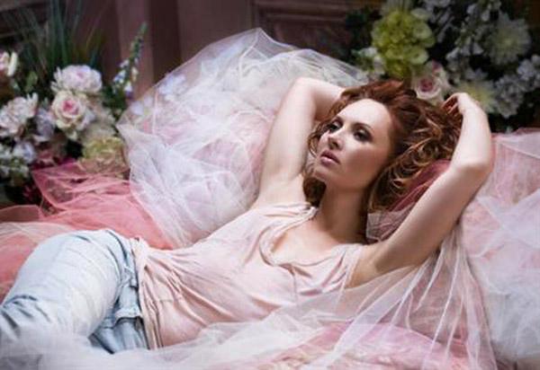 Елена Ксенофонтова на фотосессии