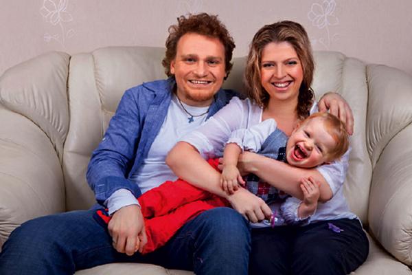 Сергей Сафронов с женой и дочерью