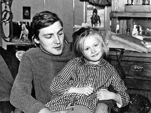 Полина Невзорова в детстве со своим отцом