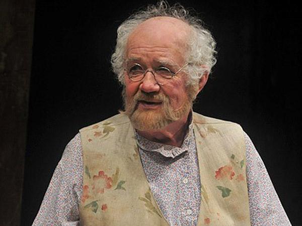 Георгий Оболенский на сцене театра