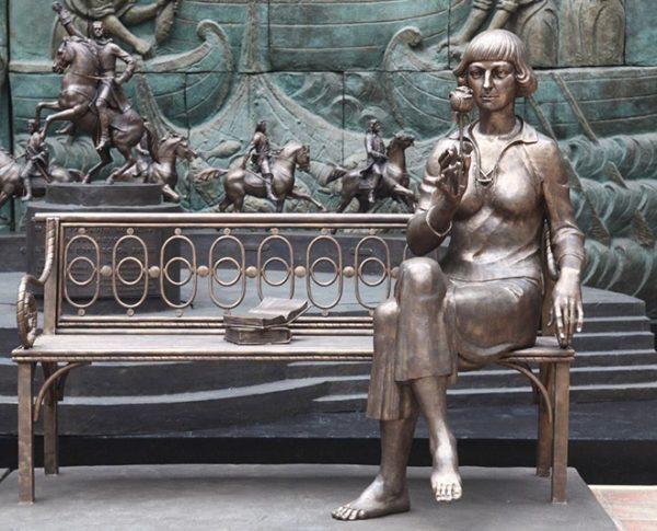 Памятник поэтессе во Франции: работа скульптора Зураба Церетели