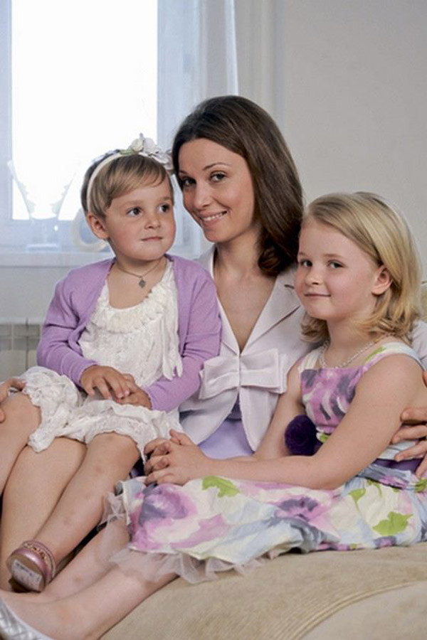 Александра Урсуляк с дочерьми