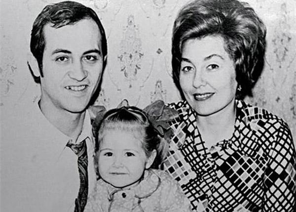 Василиса Володина в детстве со своими родителями
