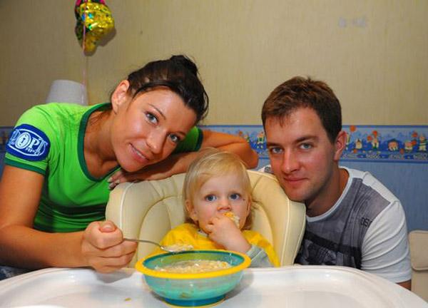 Екатерина Волкова с мужем и дочерью