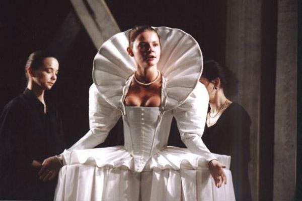 Елизавета Боярская на сцене театра