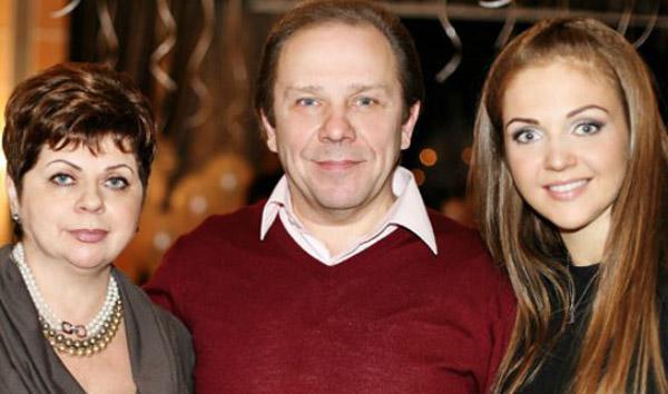 Марина Девятова с родителями