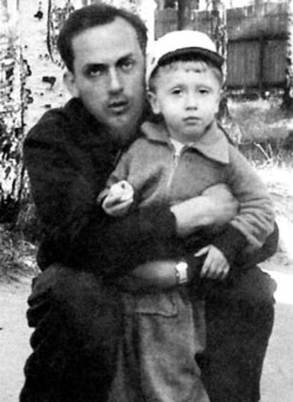 Муж актрисы Владимир Успенский с сыном