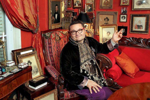 Александр Васильев любит коллекционировать предметы искусства