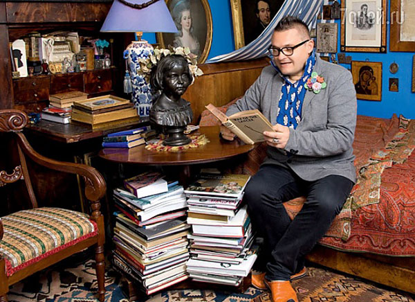 Александр Васильев написал много книг о моде