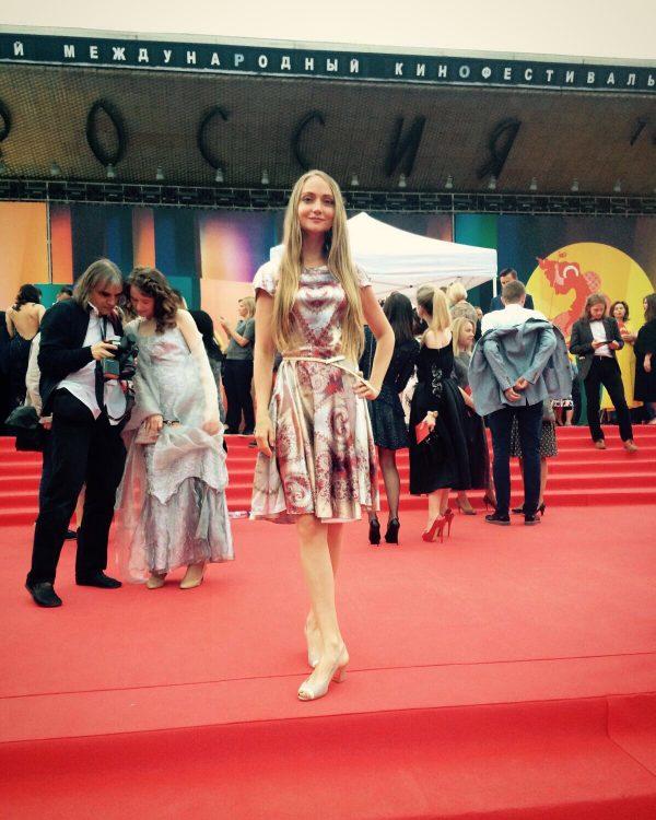 Почему Ника Балина не сняла пальто на открытии Московского Кинофестиваля?