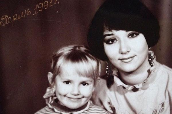 Зоя Бербер в детстве со своей мамой