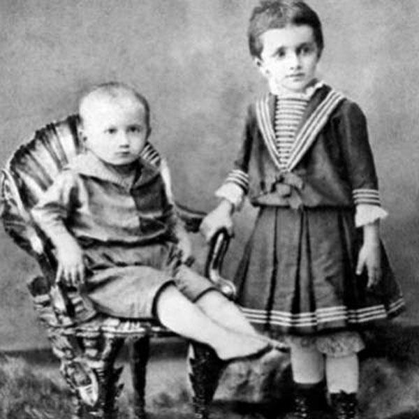 Анна Ахматова в детстве со своим младшим братом