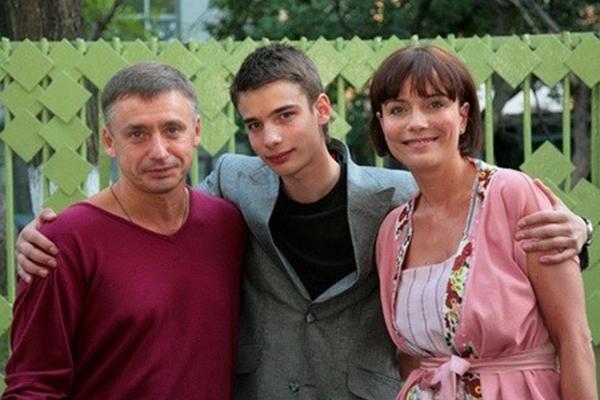 Екатерина Семёнова и Антон Табаков с сыном