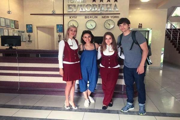 Мила Кунис и Эштон Катчер приехали в Черновцы