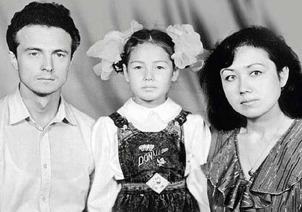 Ляйсан в детстве с родителями