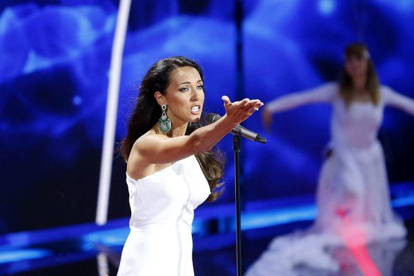 Певица Алсу на сцене