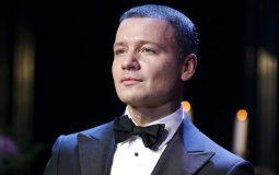 На Первом канале подтвердили уход Александра Олешко