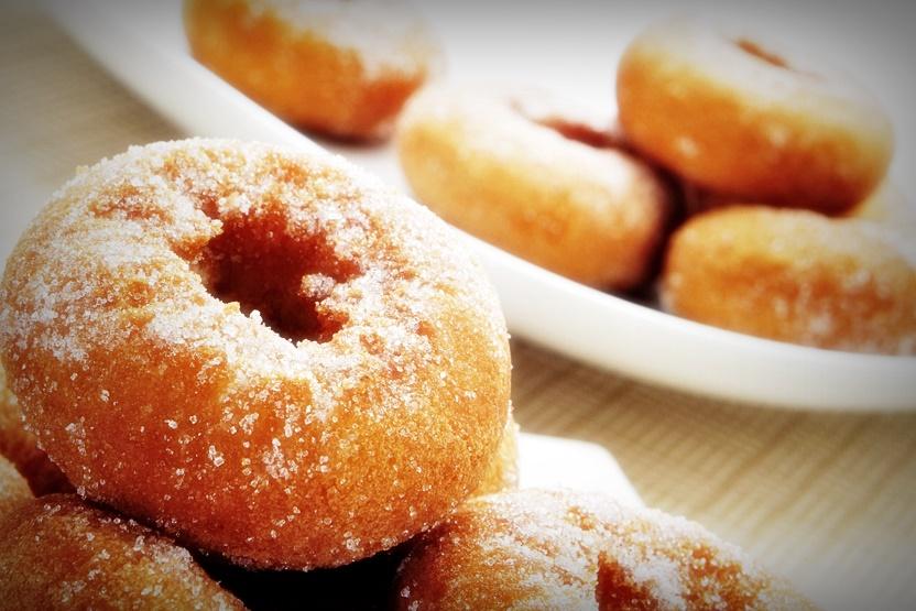 Пончики на кефире по классическому рецепту