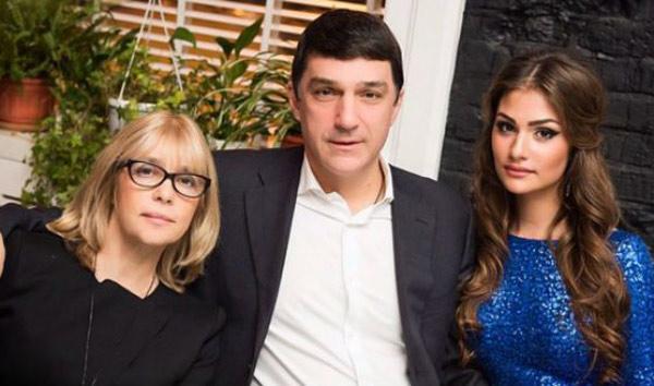 Анастасия со своими родителями актрисой Верой Глаголевой и бизнесменом Кириллом Шубским