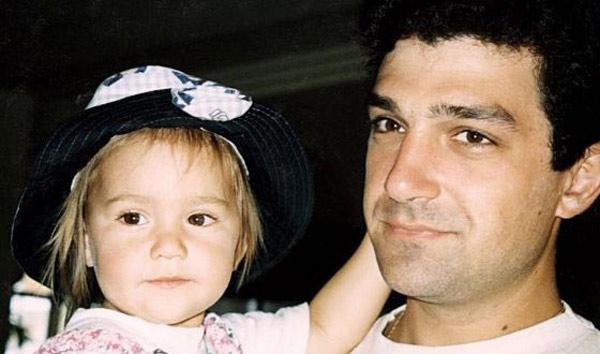 Анастасия в детстве со своим отцом