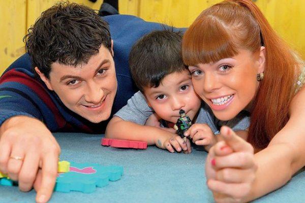 С первым мужем Алексеем Секириным и сыном
