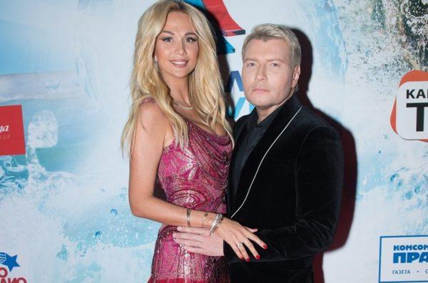 Виктория Лопырева заставляет своего будущего мужа носить классические костюмы