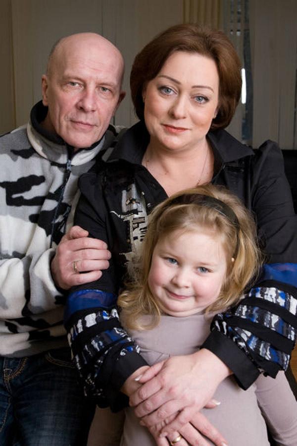Мария Аронова с мужем и дочерью