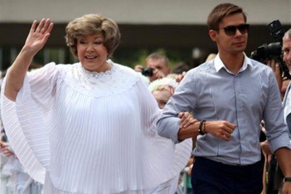 Со своей бабушкой Эдитой Пьехой