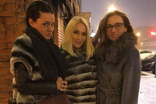 Стелла Барановская с близкими подругами Анфисой Чеховой и Лерой Кудрявцевой