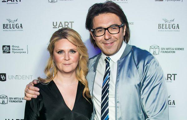 Известный шоумен с женой Натальей Шкулевой