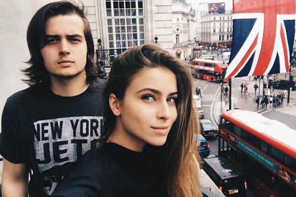 Соня со своим старшим братом в Англии
