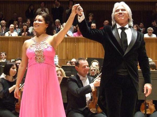 Во время концерта с оперной певицей Анной Нетребко