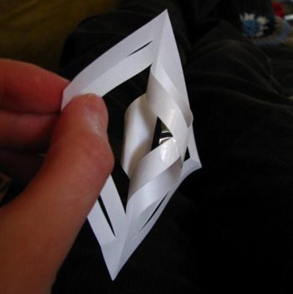 86259a5698266f3f40208b09f6291f35 Объемные снежинки из бумаги своими руками, с эффектом 3D, в форме шара и звезды, с использованием старых газет и втулок от туалетной бумаги