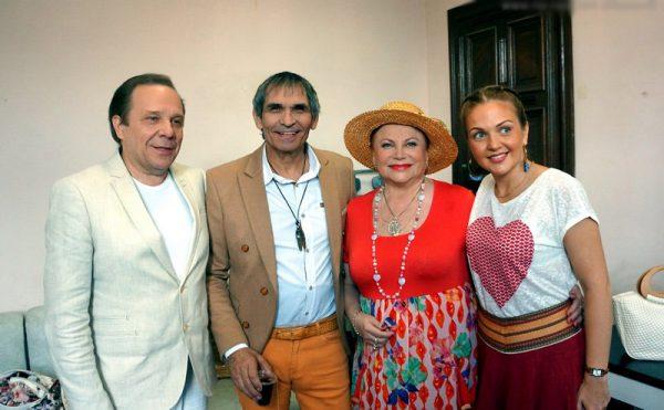 Певица с Владимиром Девятовым, его дочерью и Бари Алибасовым