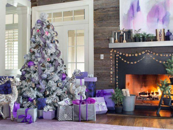 Original_BPF-Holiday-House_hgtv_interior_royal-tones_tree_h.jpg.rend_.hgtvcom.1280.960