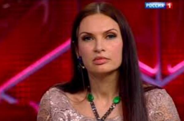 """Эвелина была приглашена на программу """"Прямой эфир"""" с Адреем Малаховым"""