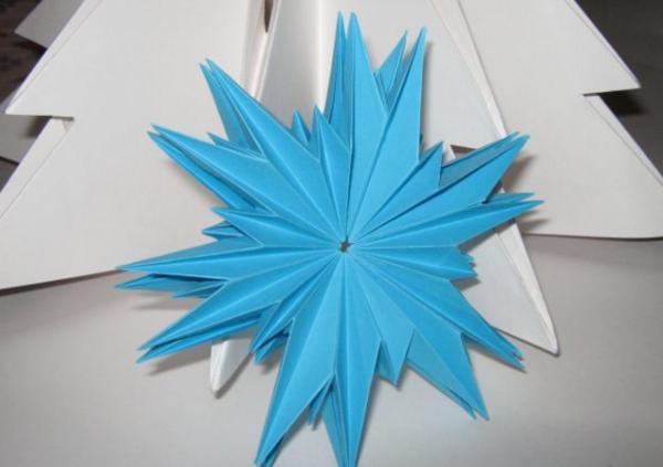 Объемные снежинки в технике оригами