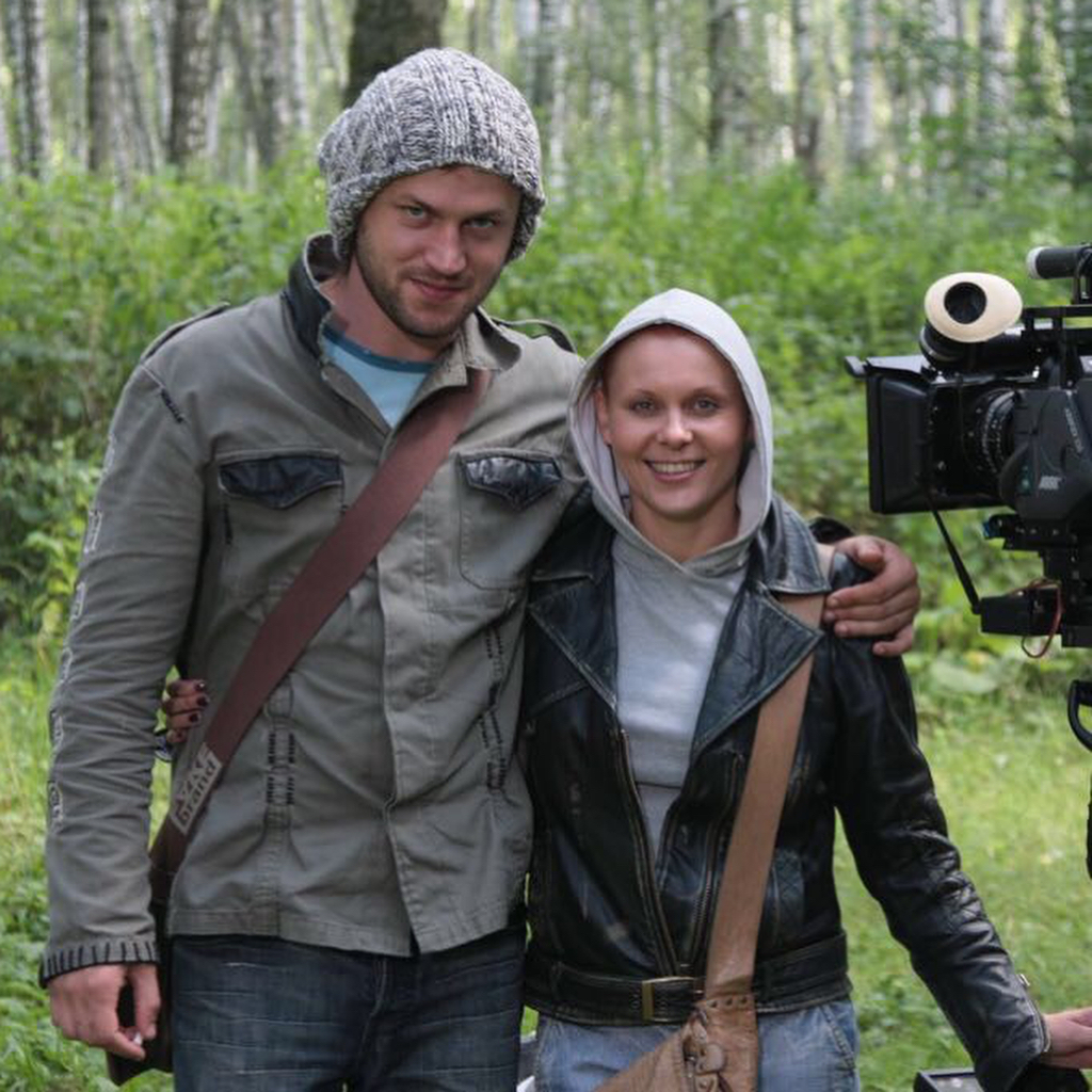 Яна Троянова и Василий Сигарев, на работе и отдыхе вместе