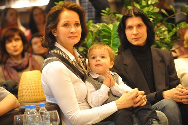 Актриса Ольга Кабо с сыном