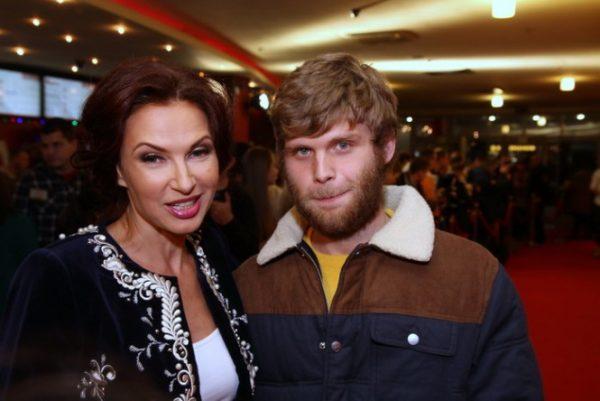 Эвелина со своим старшим сыном
