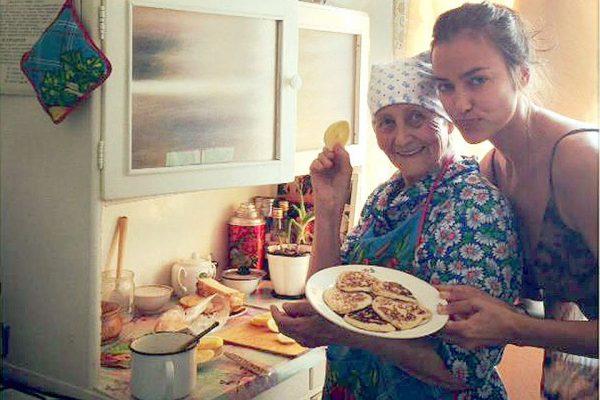 Ирина со своей любимой бабушкой в Бишкеке